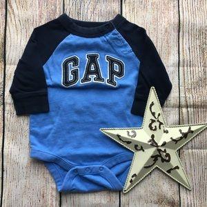 Gap Onesie Long Sleeve size 0-3 months